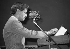"""Ralf Hütter by Ueli Frey (1976)"" by Ueli Frey - http://www.drjazz.ch/album/bilder/kw13.jpg. The photo comes from the collection of Kraftwerk photos made by Ueli Frey.. Licensed under CC BY-SA 3.0 via Commons - https://commons.wikimedia.org/wiki/File:Ralf_H%C3%BCtter_by_Ueli_Frey_(1976).jpg#/media/File:Ralf_H%C3%BCtter_by_Ueli_Frey_(1976).jpg"
