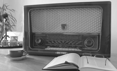 radio-476447_1280
